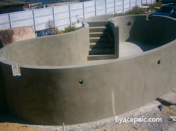 басейн з моноліту