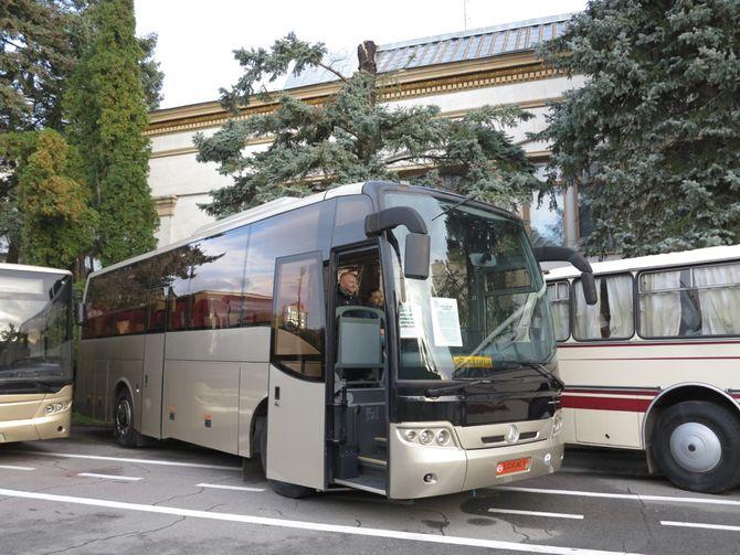 автобус від ЛАЗу