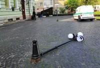 Вандали пошкодили ліхтар на площі Замкова Гора