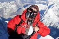Українець зійшов на Еверест у вишиванці