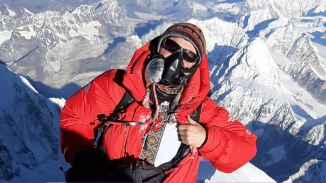 на Еверест у вишиванці
