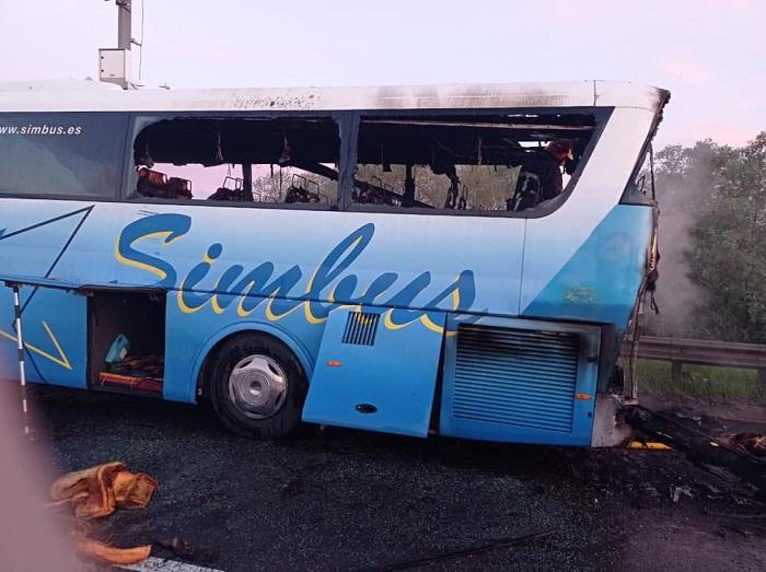 палаючий автобус